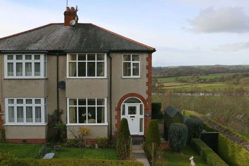 3 Bedrooms Semi Detached House for sale in The Crescent, Corwen