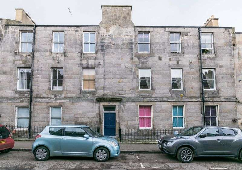2 Bedrooms Flat for sale in 28/6 Prince Regent Street, Leith, Edinburgh, EH6 4AT