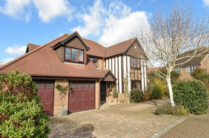 5 Bedrooms Detached House for sale in Lemmington Way, Horsham, RH12
