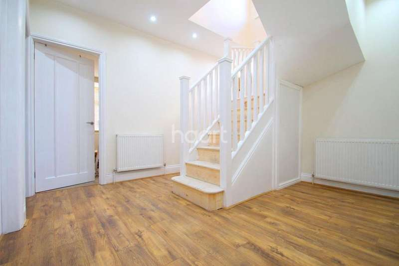 4 Bedrooms Semi Detached House for sale in Northumberland Avenue, Hornchurch