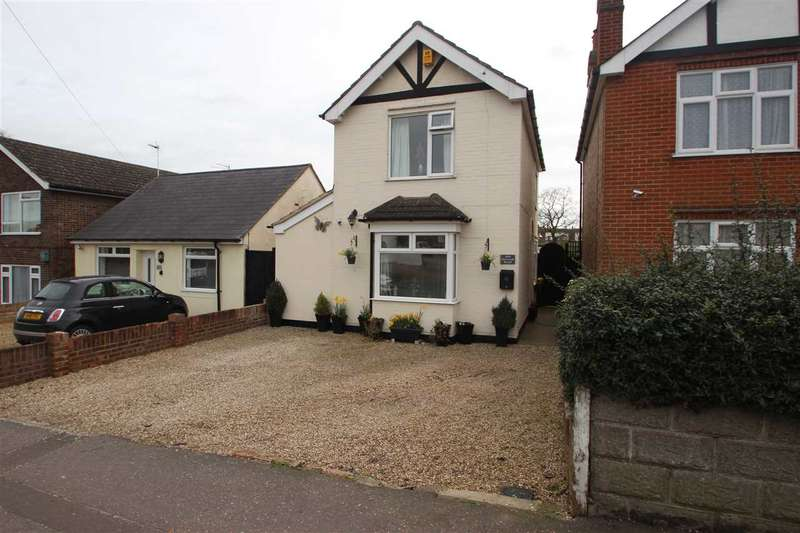 3 Bedrooms Detached House for sale in Harwich Road, Colchester