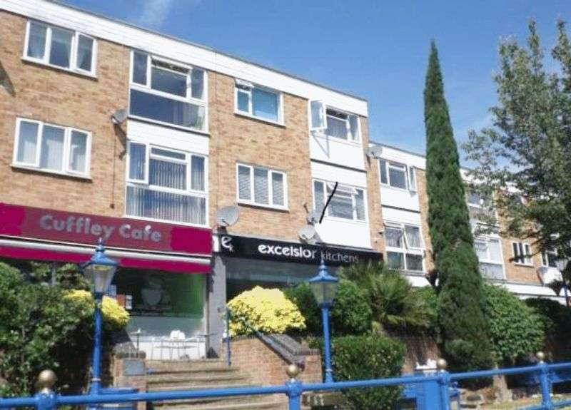 2 Bedrooms Flat for sale in Maynard Place, Cuffley