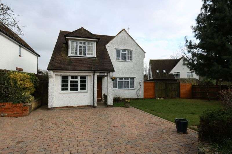 4 Bedrooms Detached House for sale in Bassetsbury Lane, High Wycombe