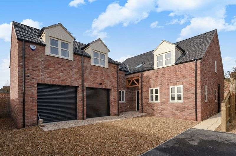 4 Bedrooms Detached House for sale in Caton Close, Bury