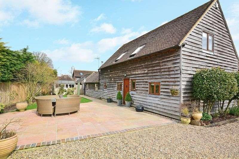 3 Bedrooms Detached House for sale in Hophurst Lane, Crawley