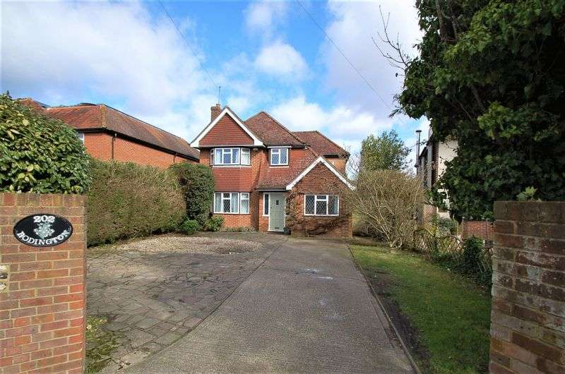 3 Bedrooms Detached House for sale in Penn Road, Hazlemere