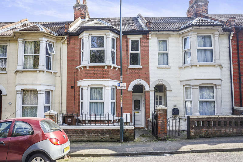 2 Bedrooms Flat for sale in B Boundary Road, Chatham, ME4