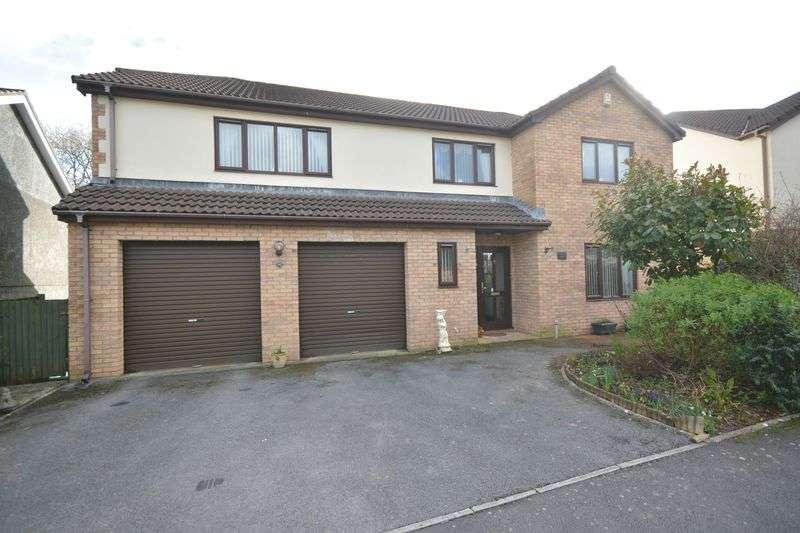 4 Bedrooms Detached House for sale in Fenwick Drive, Bridgend