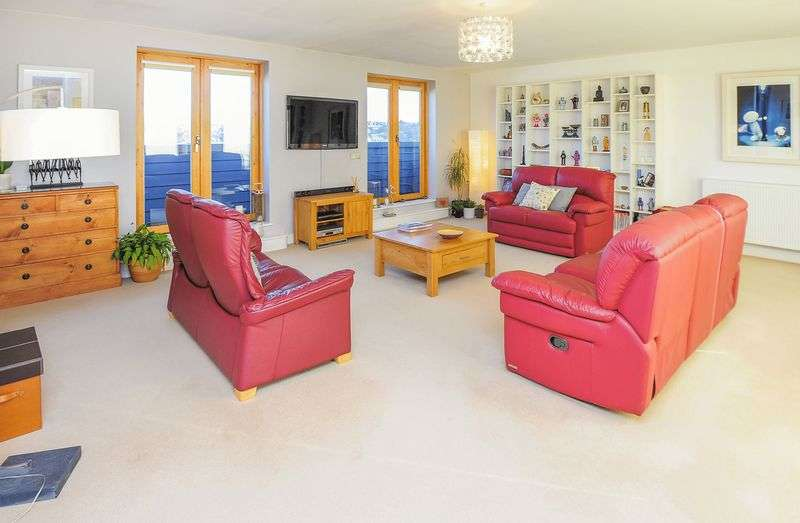 2 Bedrooms Flat for sale in Chy Bre, Tresawya Drive, Truro, TR1