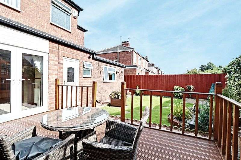 4 Bedrooms Semi Detached House for sale in Faversham Avenue, Hull