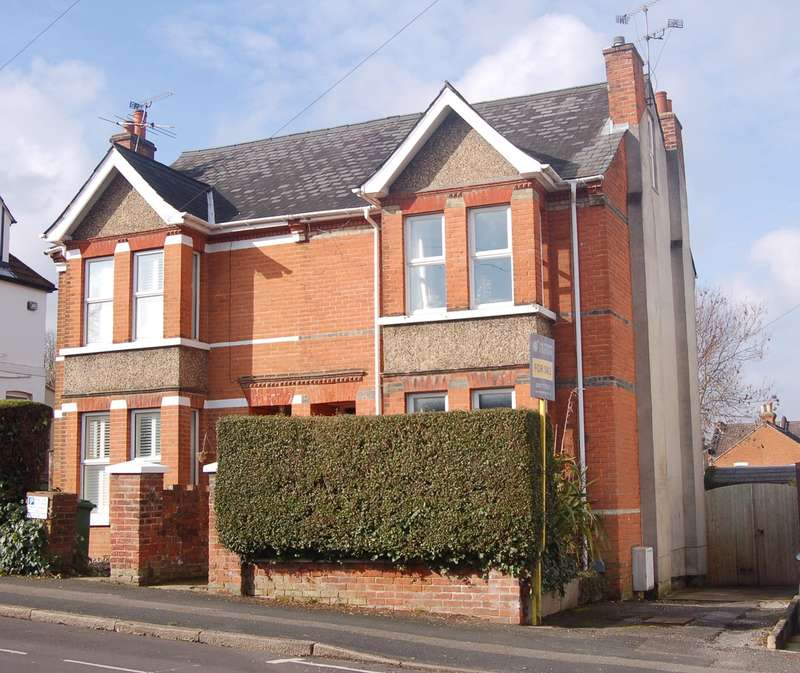 4 Bedrooms Semi Detached House for sale in St Michaels Road, Aldershot, GU12