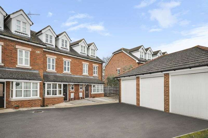 3 Bedrooms Terraced House for sale in Millais Crescent, Epsom