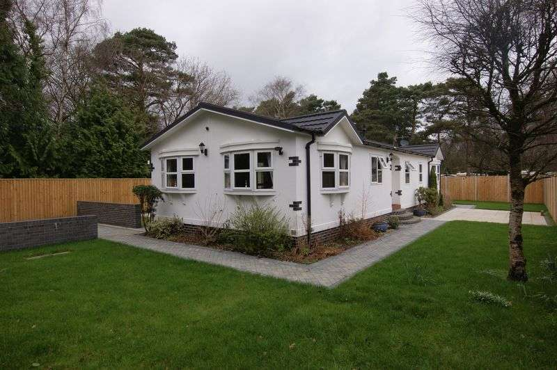 2 Bedrooms Detached Bungalow for sale in Matchams Lane, Christchurch