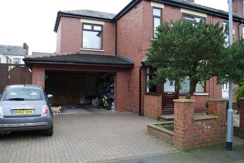3 Bedrooms End Of Terrace House for sale in Hulbert Street, Middleton, Manchester