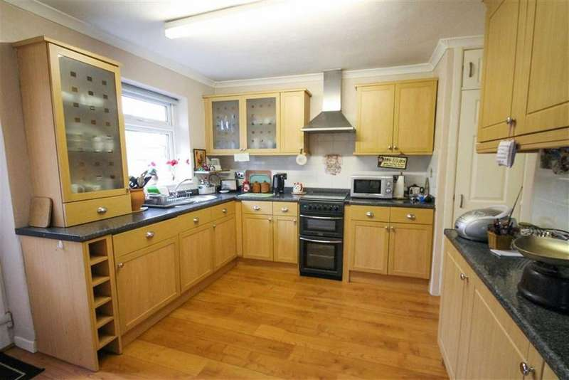 2 Bedrooms Semi Detached Bungalow for sale in Siddington Avenue, Leftwich