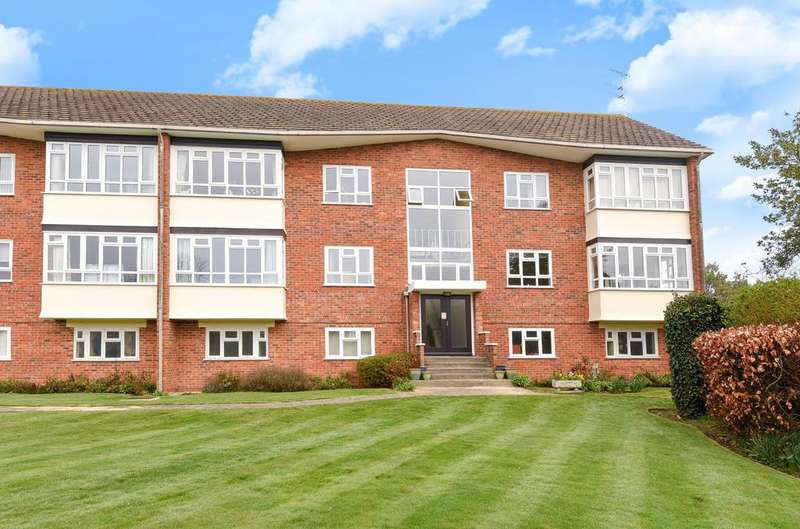 3 Bedrooms Penthouse Flat for sale in Turret House, Limmer Lane, Felpham, Bognor Regis, PO22