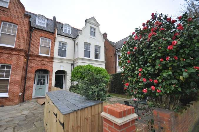 Flat for sale in Grove Park Gardens, Chiswick
