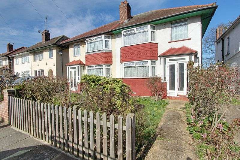 3 Bedrooms Semi Detached House for sale in Daryngton Drive, Greenford