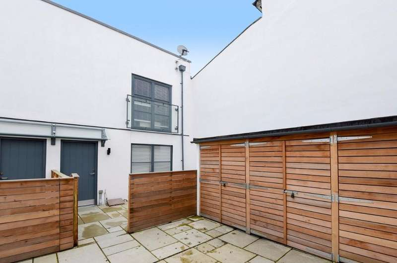 2 Bedrooms Terraced House for sale in Bath Street Brighton East Sussex BN1