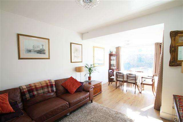 2 Bedrooms Detached Bungalow for sale in Windmill Close, Hove