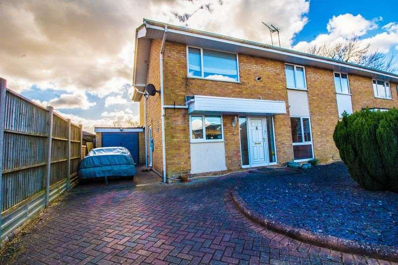 4 Bedrooms Semi Detached House for sale in Highcroft Close, Yardley Gobion
