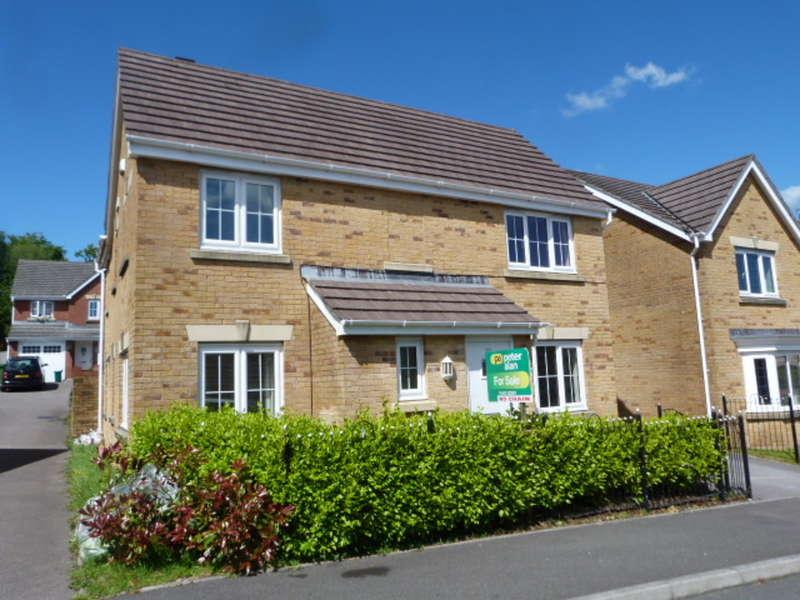 4 Bedrooms Detached House for sale in Barnard Way, Church Village, Pontypridd