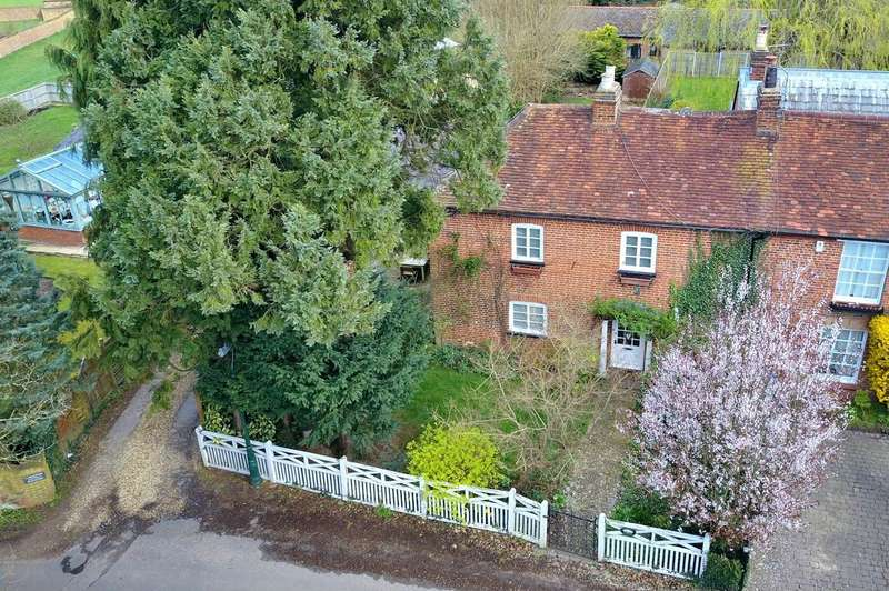 3 Bedrooms End Of Terrace House for sale in Hedgerley Lane, Gerrards Cross, SL9