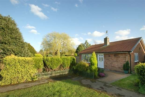 2 Bedrooms Detached Bungalow for sale in Staithes Close