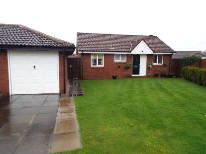 2 Bedrooms Bungalow for sale in Baytree Close, Lostock Hall, Preston, Lancashire