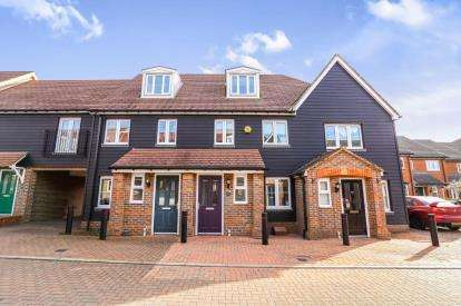 3 Bedrooms Terraced House for sale in Cotswold Drive, Stevenage, Hertfordshire, England