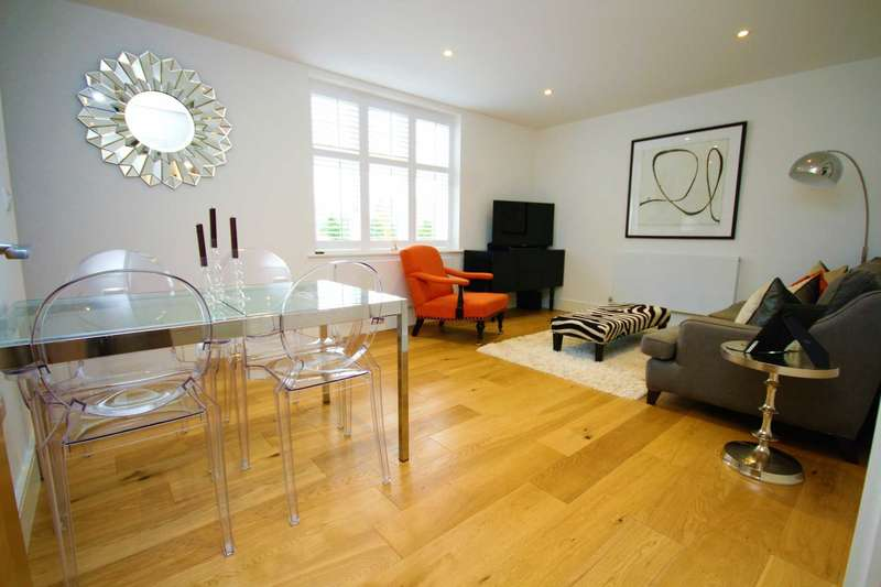 2 Bedrooms Apartment Flat for sale in Campbell Court, The Galleries