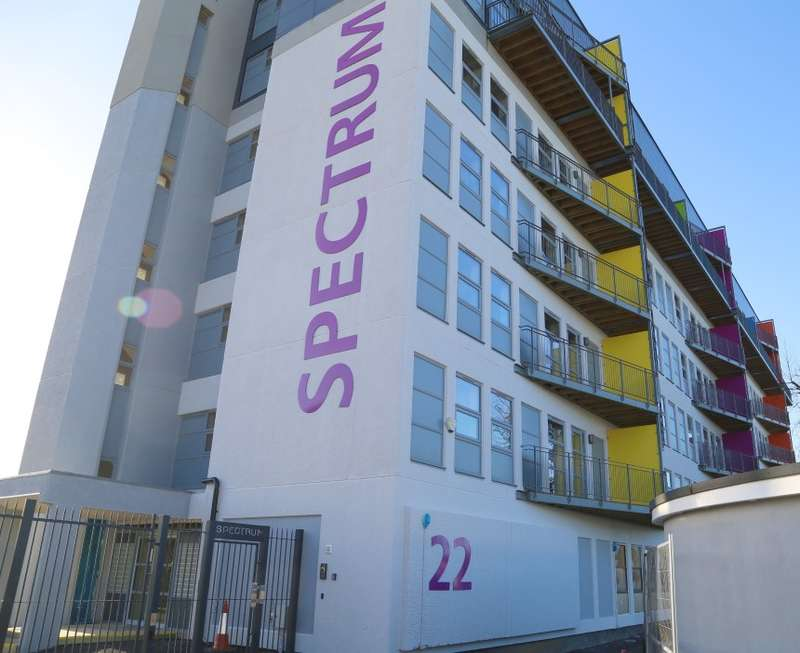 1 Bedroom Flat for sale in Spectrum Building, Freshwater Road, Dagenham, Essex, RM8 1EH