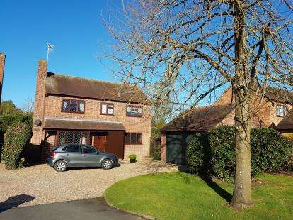 4 Bedrooms Detached House for sale in Walnut Close, Harvington, Evesham, Worcestershire