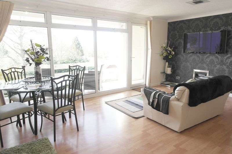 2 Bedrooms Flat for sale in Park Hall Close, Walsall