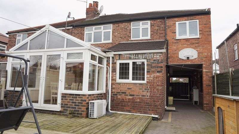4 Bedrooms Semi Detached House for sale in Oakleigh Avenue, Timperley