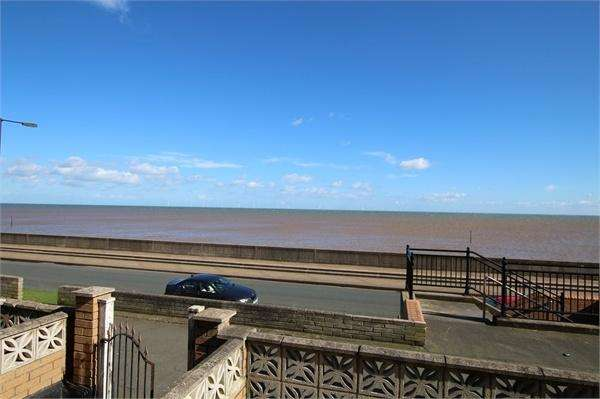 3 Bedrooms Terraced House for sale in The Promenade, Withernsea, East Riding of Yorkshire