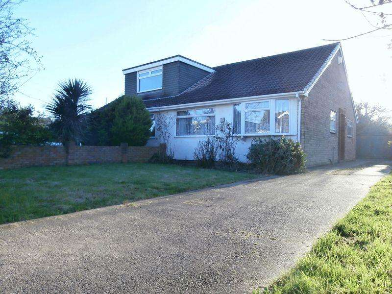 2 Bedrooms Semi Detached Bungalow for sale in Manor Road, Thorngumbald