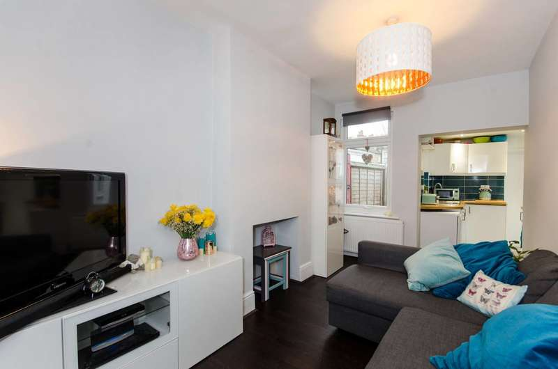 2 Bedrooms Flat for sale in Bishops Park Road, Norbury, SW16