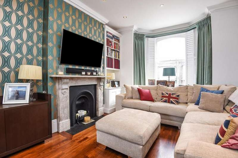 2 Bedrooms Maisonette Flat for sale in Cologne Road, Battersea, SW11
