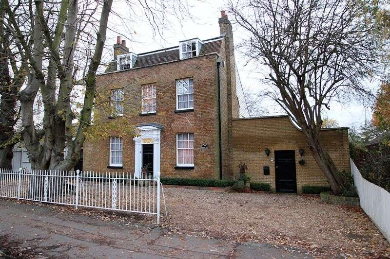5 Bedrooms Cottage House for sale in High Road, Chigwell