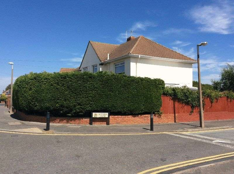 3 Bedrooms Semi Detached House for sale in Turbary Road, Poole