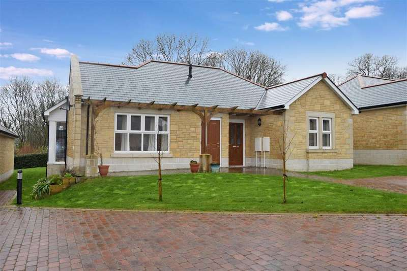 2 Bedrooms Detached Bungalow for sale in Falmouth