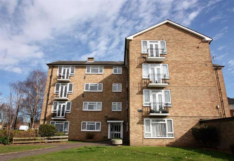 2 Bedrooms Flat for sale in Lancaster Court, Clyde Road, Stanwell
