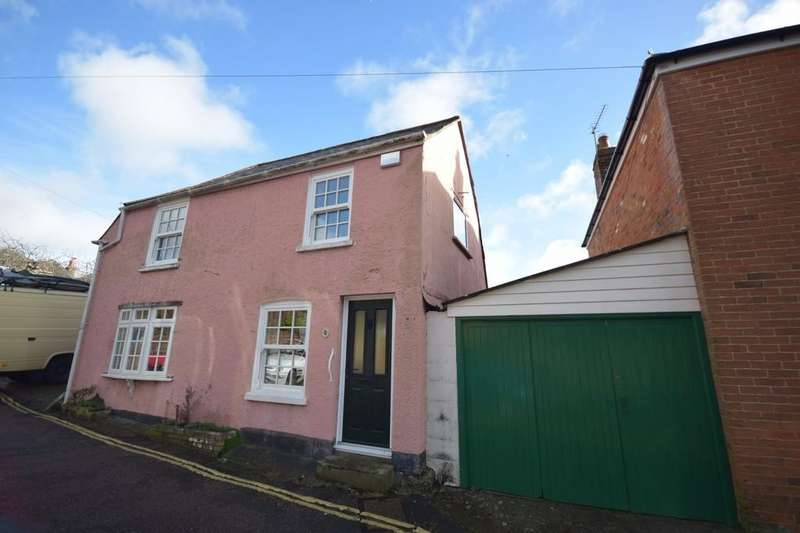 3 Bedrooms Detached House for sale in Castle Street, Carisbrooke