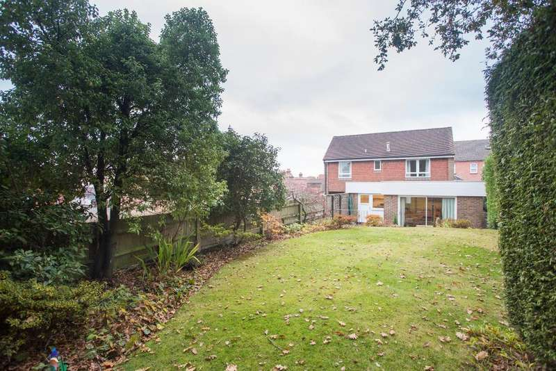 2 Bedrooms Detached House for sale in Cherwell Road, Heathfield, East Sussex, TN21 8JT