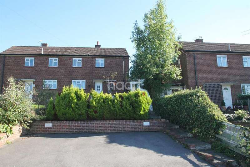 3 Bedrooms Semi Detached House for sale in Close to Town Centre