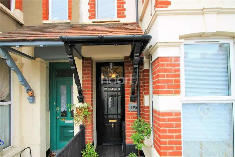 2 Bedrooms Flat for sale in Honiton Road, Southend-On-Sea