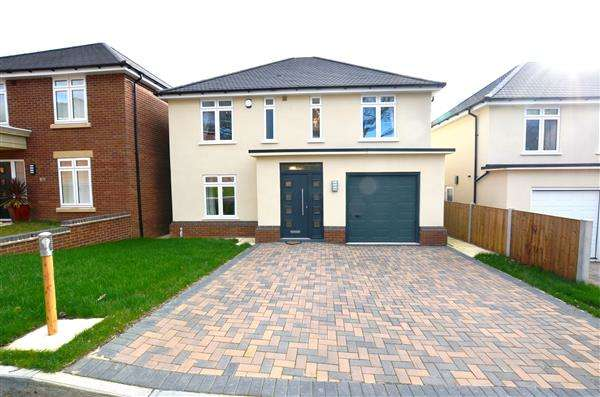 4 Bedrooms Detached House for sale in Aspen Rise, Clayton, Newcastle-under-Lyme