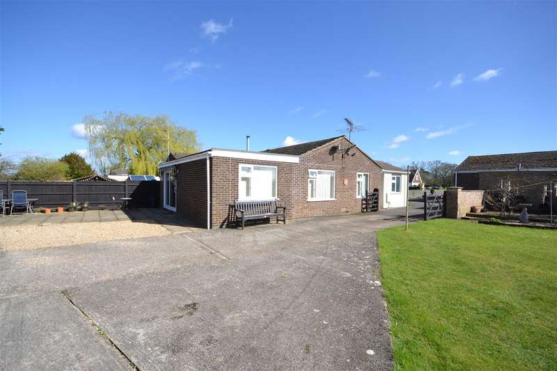 3 Bedrooms Bungalow for sale in Trinity Close, Fordham