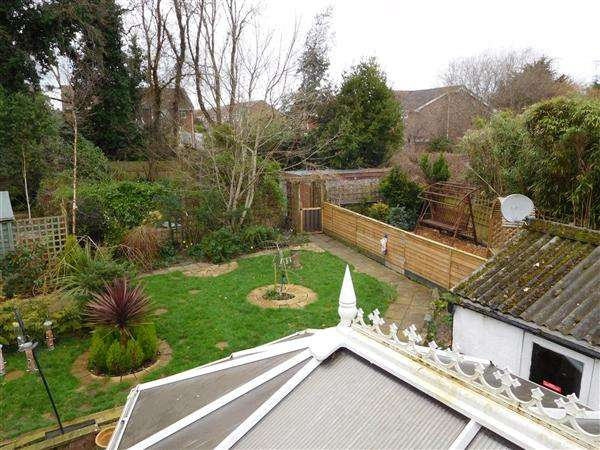 4 Bedrooms Bungalow for sale in Woodlands Avenue, Poole